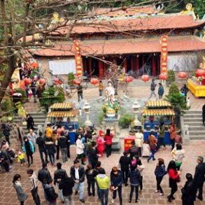 đi lễ chùa để cầu may mắn, cầu bình an